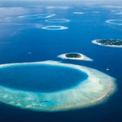 Les atolls des Maldives vus du ciel.