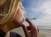 Plongeuse fumant une cigarette